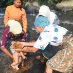 Tradisi-turun-mandi-suku-Minangkabau